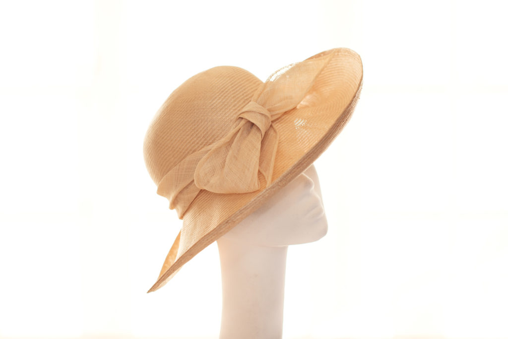 Natural parasisal hat with bow