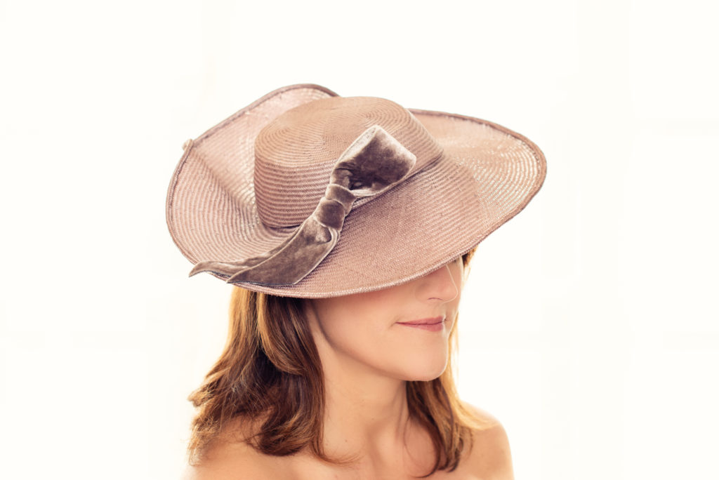 Taupe straw hat with wavy brim and velvet bow